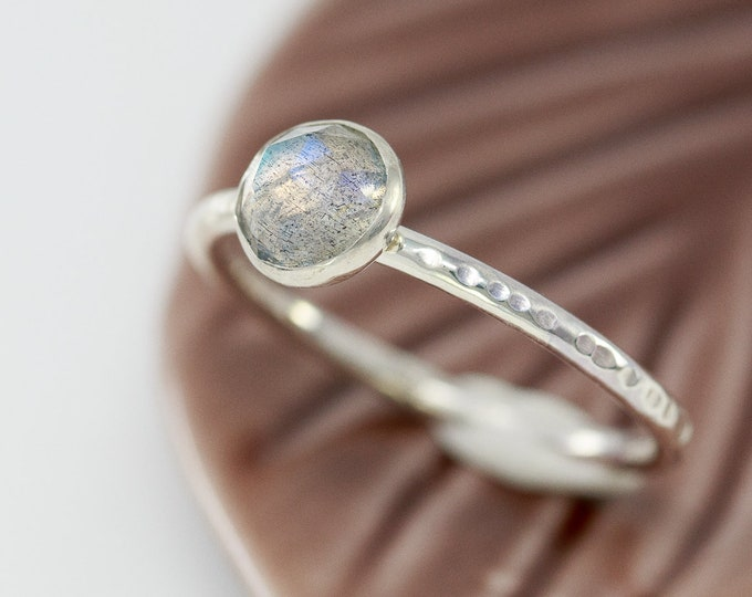 Sterling Silver& Labradorite Ring|Labradorite Ring|White Labradorite Ring|White Gem Ring|February Birthstone Ring|March Birthstone Ring