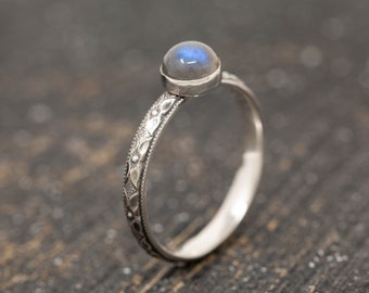 Sterling Silver & Labradorite Ring, Sterling Silver Floral Ring, Labradorite Ring, February Birthstone Ring, March Birthstone Ring