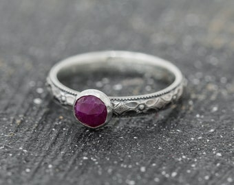 Sterling Silver&Ruby Ring, Ruby Ring, Sterling Silver Floral Ring with Ruby, July Birthstone Ring, Promise Ring, Gift for Her, Mothers Gift