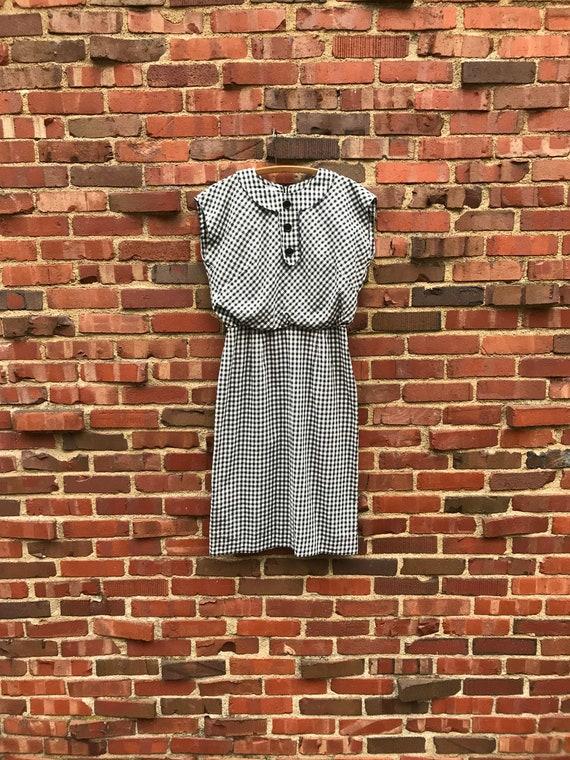 Medium • 1950s BLACK GINGHAM cotton sleeveless dre