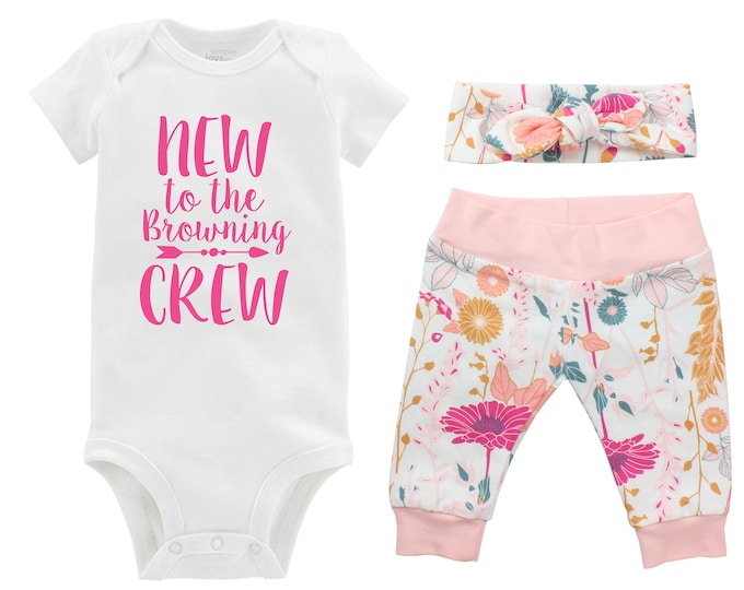 New to the Crew Personalized Newborn Going Home Outfit Set Pink Floral Yoga Leggings Knot Headband Pink White Flower Infant Gift Set