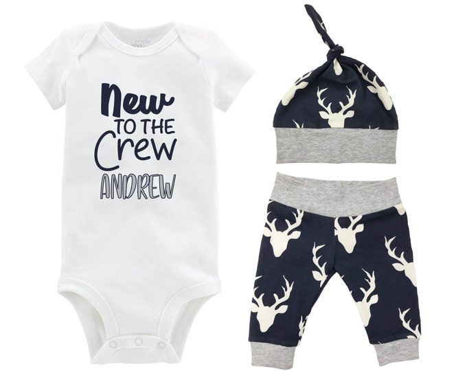 Boy New to the Crew Going Home Outfit Yoga Pants Bodysuit Personalized Navy Gray Deer Boy Coming Home Top Knot Hat Baby Shower Gift Newborn