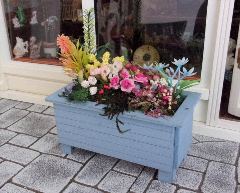 1:12th Flower Planter for Dolls House image 0