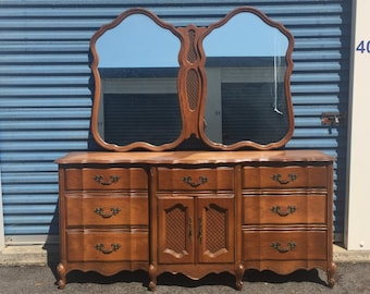 Gorgeous Large Vintage Bassett French Triple 9 Drawer Dresser with Mirror
