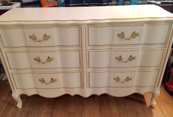 Sold Gorgeous Vintage 6 Drawer French Provincial Dresser With Mirror
