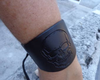Skull cuff bracelet, jewellery wrist cuff, leather cuff,skull cuff, black leather cuff, handmade leather wrist band, black skull bracelet.