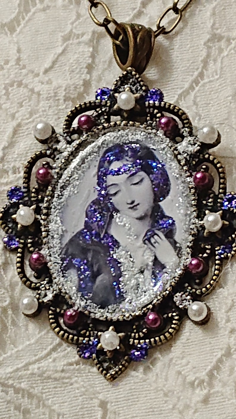 Queen Ali\u00e9nor of Aquitaine plum and white pearls black and white medallion Necklace Middle age violet glitter