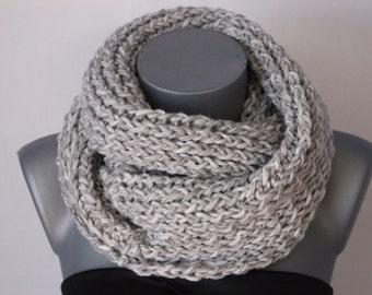 Snood en laine blanc et gris clair chiné - Echarpe tube - snood tricoté  laine - maxi snood - grosse écharpe laine - écharpe infini 8c47b64f6ba