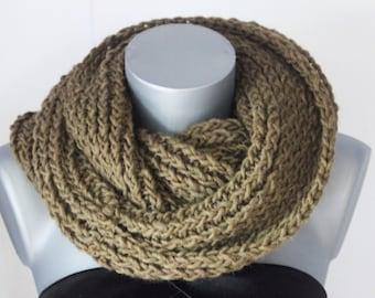 Snood en laine vert kaki - Echarpe tube - Cache col - écharpe infinie -  maxi snood tricoté laine - écharpe oversize couleur tendance acf7780f7a4
