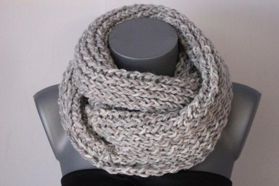 Snood en laine blanc et gris clair chiné Echarpe tube   Etsy c693b33f9d1