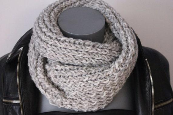 Snood en laine blanc et gris clair chiné Echarpe tube   Etsy 744892fbf2c