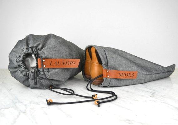 Blanchisserie et chaussure sac Set - fait à la main avec des étiquettes en cuir, idéal pour les voyages ou salle de gym, grand cadeau, design élégant
