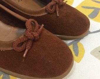 631356ed529 Vintage 1970s Shoes Brown Suede Leather Crepe Wedge Slip On Women s 8 vtg