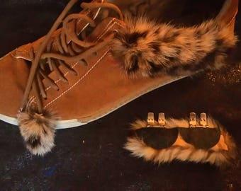2 natural fur shoes clips