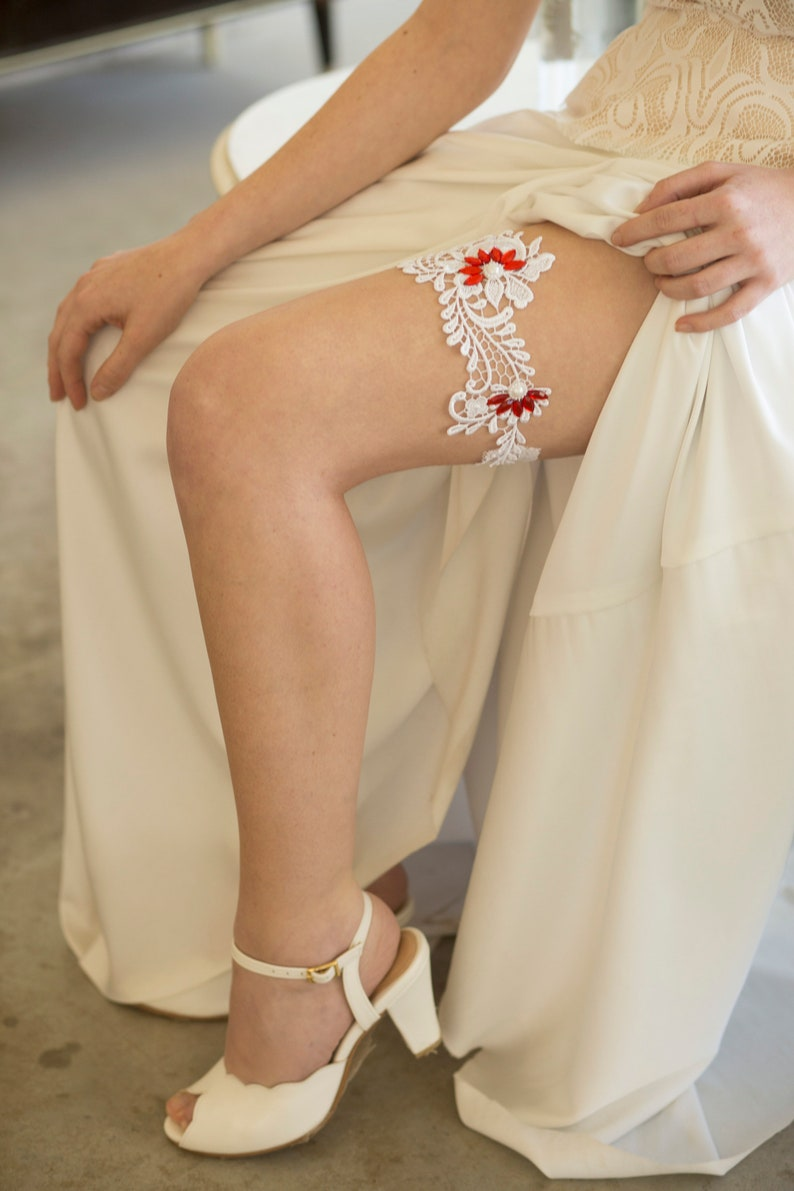Rustic wedding garter Bridal garter belt White Lace wedding garter Garter for wedding red Wedding garter belt Garter for bride