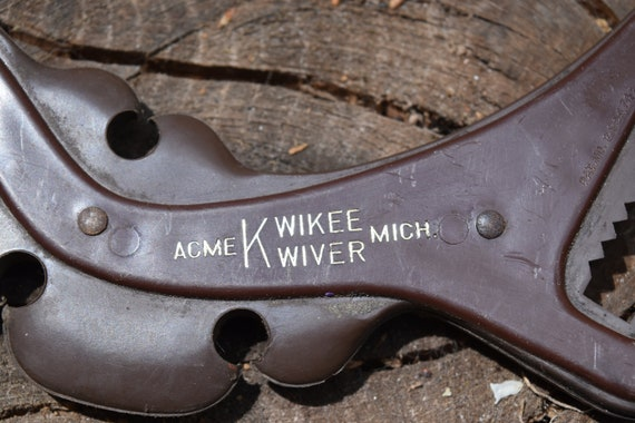 Archery quiver,  Kwikee Kwiver slide on bow quiver, holds 4 arrows