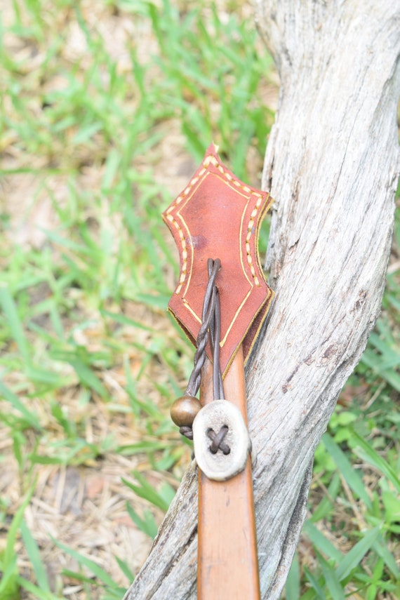 Bow string keeper, leather and antler, adjustable
