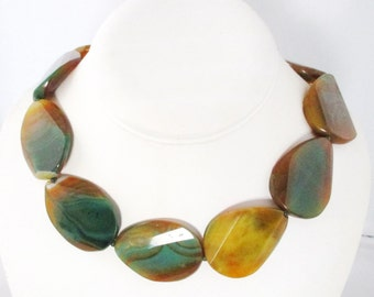 Unique Green Yellow Agate Necklace. Free Shipping