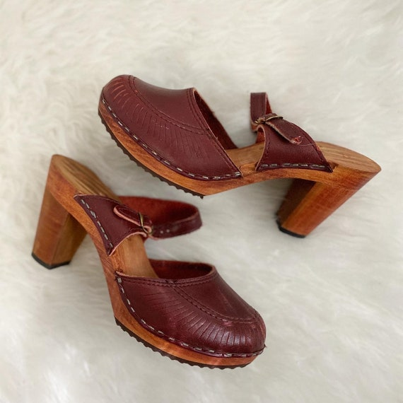 1960s/1970s Brown Leather Clogs with Buckle Detail