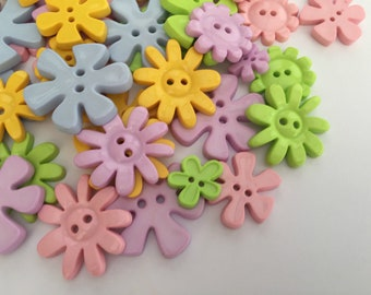 Pastel Flower shaped buttons (Pack of 100) mixed colours & assorted sizes