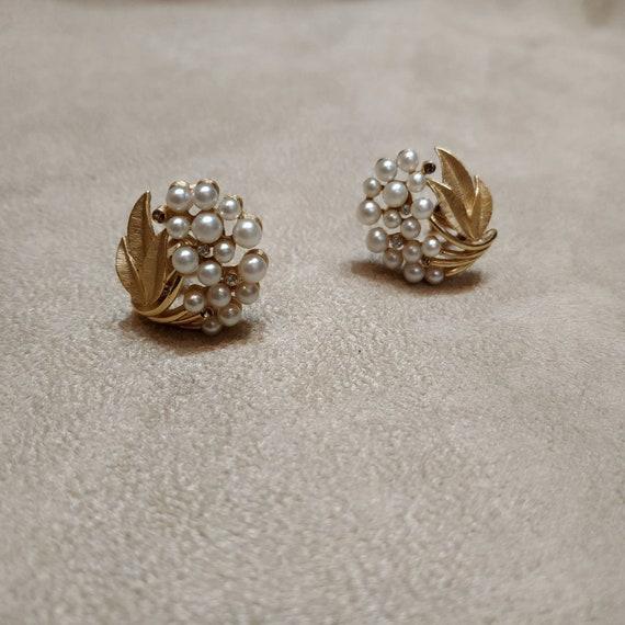 Trifari Pearl Earrings Vintage b
