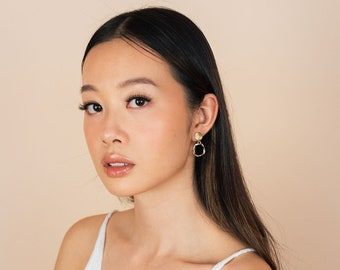 Oxford earrings - minimalist. classic. modern. contemporary. feminine. fashion. gold. gifts for women. earrings. dangling earrings. circle.