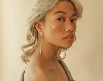 Kos earrings - Dangling earrings. Gold. Silver. Modern. Minimalist. Feminine. Statement. Classic. Casual. Fashion. Women. Long earrings.
