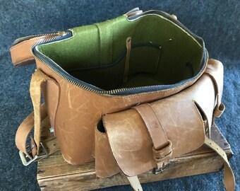 ce7860816 Vintage leather camera bag | Etsy