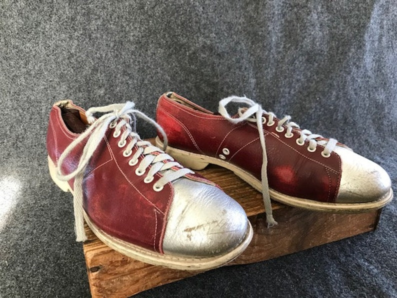 Vintage men's Linds bowling shoes red and silver