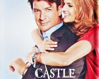 Castle Nathan Fillion Stana Katic TV poster Square Fridge Magnet & Keyrings - New Susan Sullivan Jon Huertas Molly C Quinn Seamus Dever