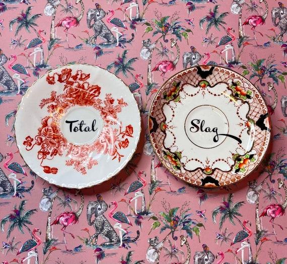 Pair decorative wall hanging plates - Total Slag