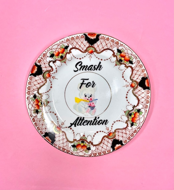 Decorative wall hanging plate - Smash For Attention.