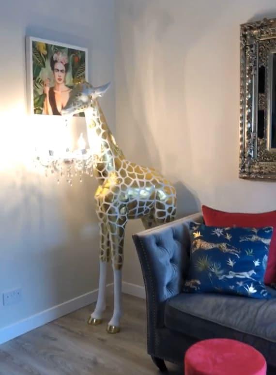 Giraffe chandelier lamp