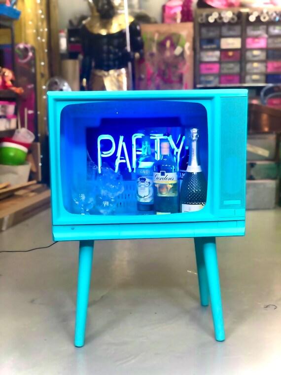 Retro TV cocktail bar