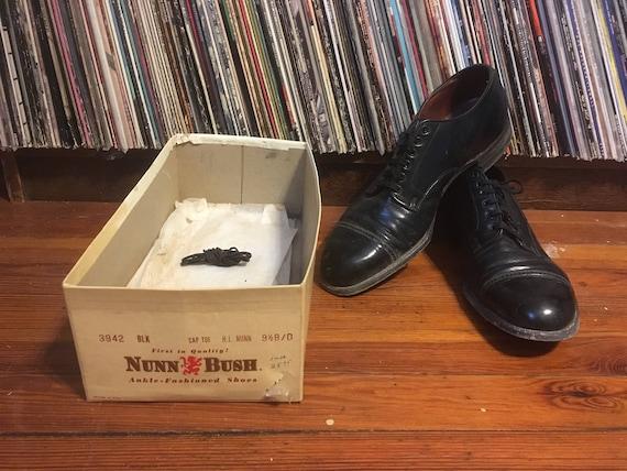Vintage 40s Mens NUNN BUSH Black Leather Cap Toe Oxford Dress SHOES Size 9.5 BD + Original Box Rockabilly Florsheim
