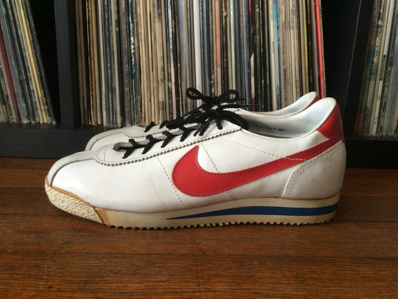new style 020be 6e3c3 Vintage 1980s Mens NIKE BRUIN White   Red Swoosh Leather   Etsy