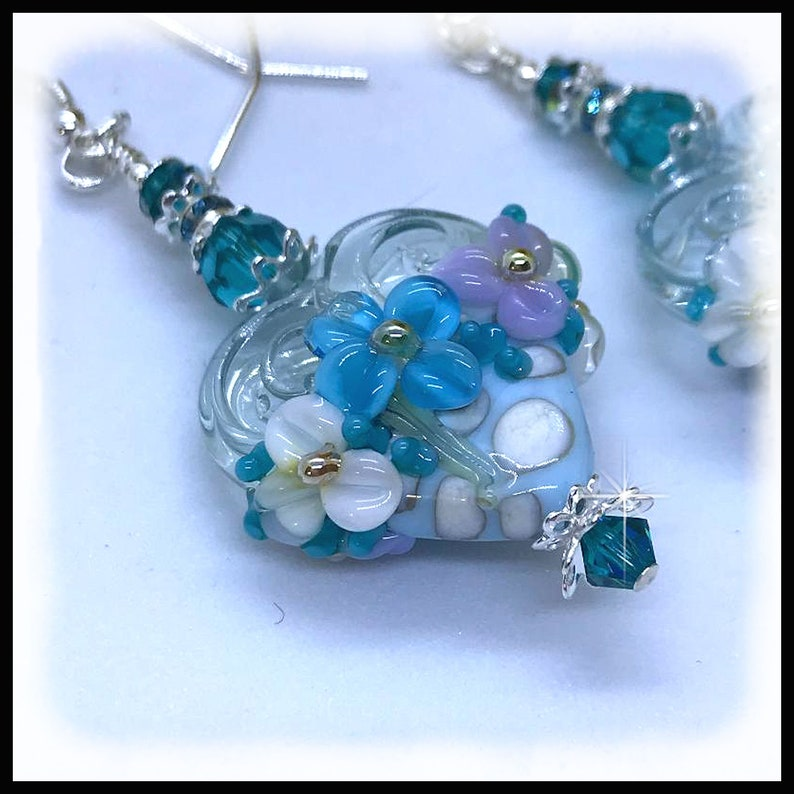 2484E Blue and white floral heart earrings flower heart image 0