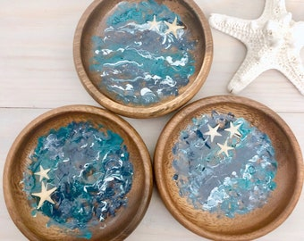 Ocean Ring Bowl - Beach Ring Dish - Seascape Ring Dish - Trinket Dish - Resin Wood - Beach Art - Resin Art Bowl - Acacia Wood- Real Starfish