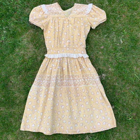 Vintage 1930's Novelty Leaf Print Soft Yellow Cott