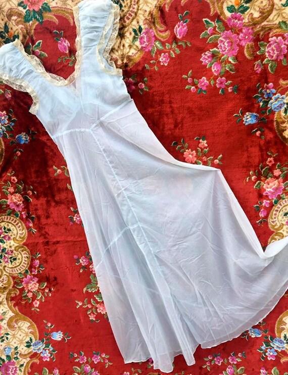 Elegant 1950's  Night Gown - image 4