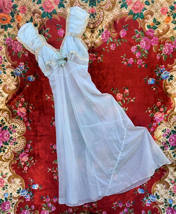 Elegant 1950's  Night Gown - image 2