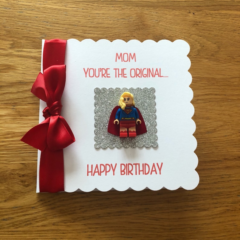 Maman Superwoman Supergirl Joyeux Anniversaire Personnalisé Cartes De Voeux Super Héros Lego Mini Figurine Attaché