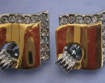 Z148) A lovely pair of gold and silver tone metal Retro Art Deco style abstract diamante clip on earrings