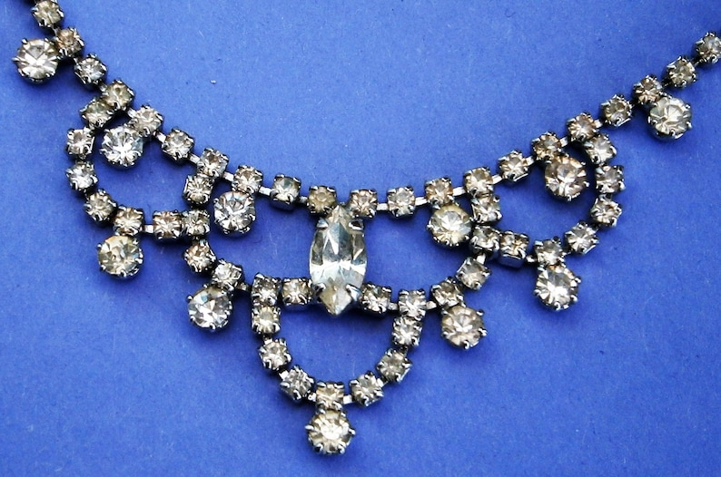G545 A lovely vintage silver tone metal and clear cut glass cocktail choker necklace