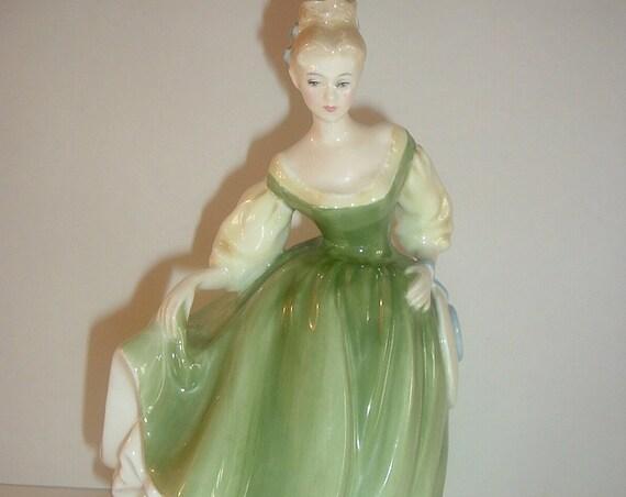 Royal Doulton Lady Figurine HN 2193 Fair Lady