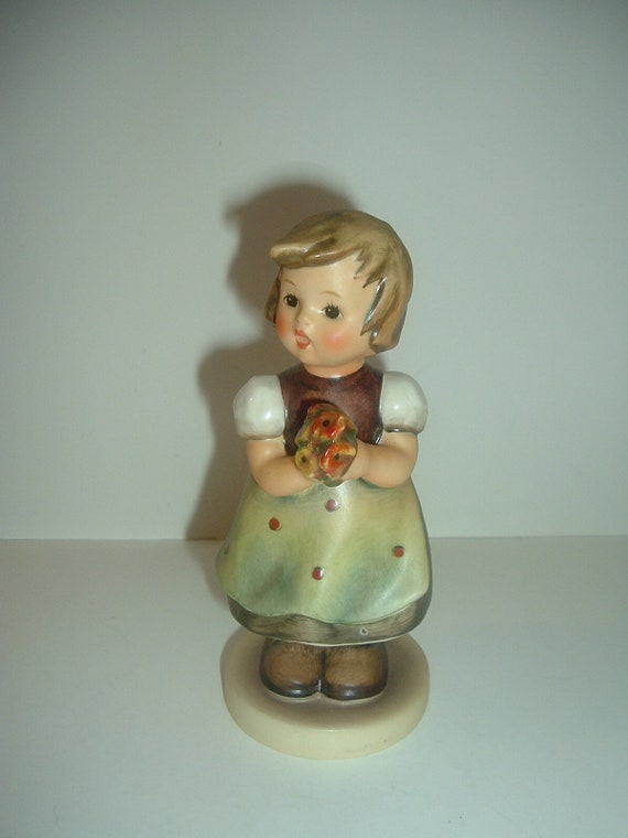 Hummel HUM 257 For Mother Girl with Flowers Figurine TMK 5
