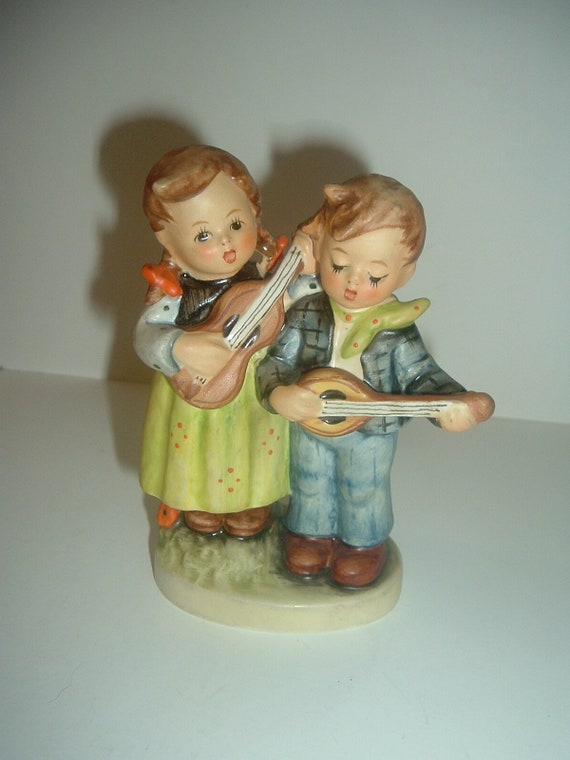 Hummel HUM 150 Happy Days Boy and Girl Figurine TMK 5