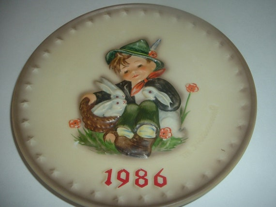 Hummel 1986 Boy With Rabbits Annual Plate