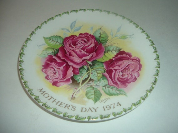 Crown Staffordshire England Americana Rose Mothers Day Plate 1974