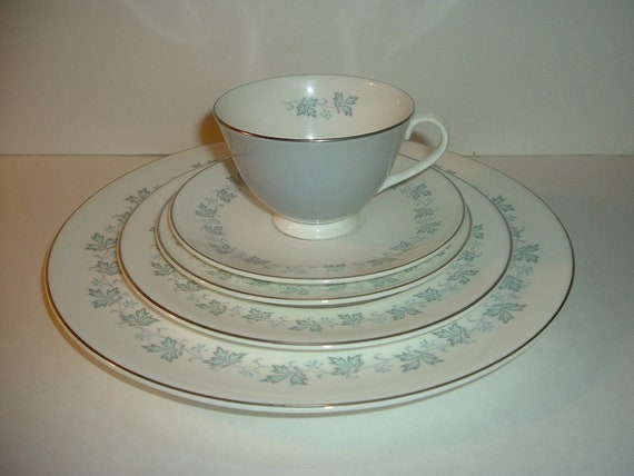 Royal Doulton Lyric 5 Piece Placesetting Plates Cup Saucer